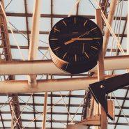 clock_train station